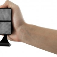 AC21 Wintal AirCube mini speakers - hand