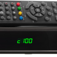 STB14HD Wintal HD Set Top Box - front with remote - fake.psd